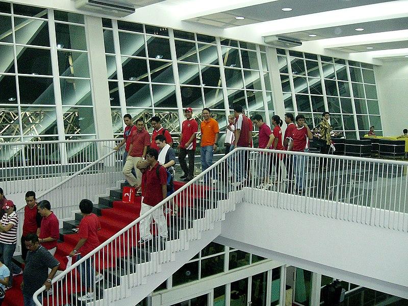 File:Gelora Bung Karno Stadium, Interior.jpg