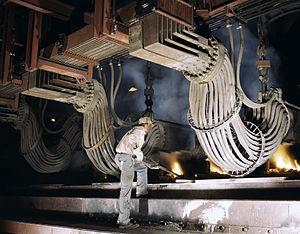 English: Large electric phosphate smelting fur...
