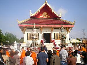 English: Songkran at Wat Thai in Los Angeles, ...