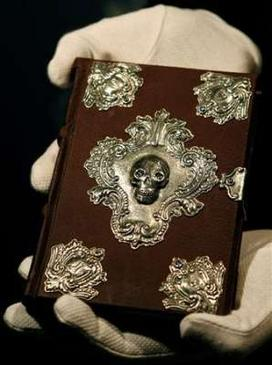 The Moonstone edition of the book was auctioned in December 2007