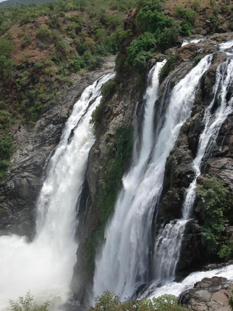 one day trip from Bangalore : Shivanasamudra Falls for
