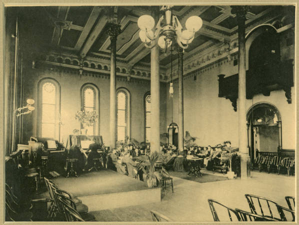 https://i2.wp.com/upload.wikimedia.org/wikipedia/en/4/4e/Ridges_ballroom.jpg