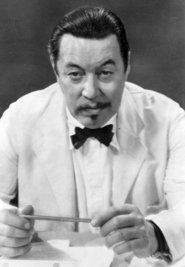 Warner Oland, in yellowface makeup as Charlie Chan
