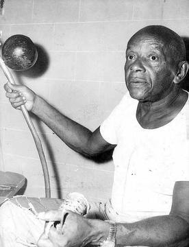 Mestre Bimba com o seu Berimbau