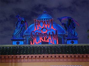 Entrance to Howl-O-Scream