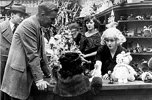 William Desmond Taylor directing the silent fi...