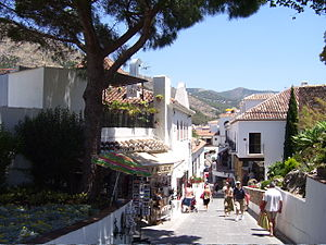 English: Street in Mijas.
