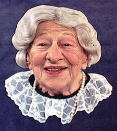 https://i2.wp.com/upload.wikimedia.org/wikipedia/en/thumb/8/89/Clara_Peller_publicity_headshot.jpg/237px-Clara_Peller_publicity_headshot.jpg