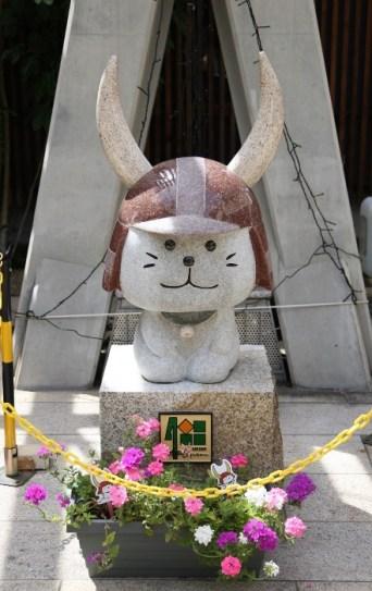 Hikonyan statue 4bancho.jpg