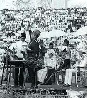 Tunku Abdul Rahman mengisytiharkan kemerdekaan Tanah Melayu pada 31 Ogos 1957