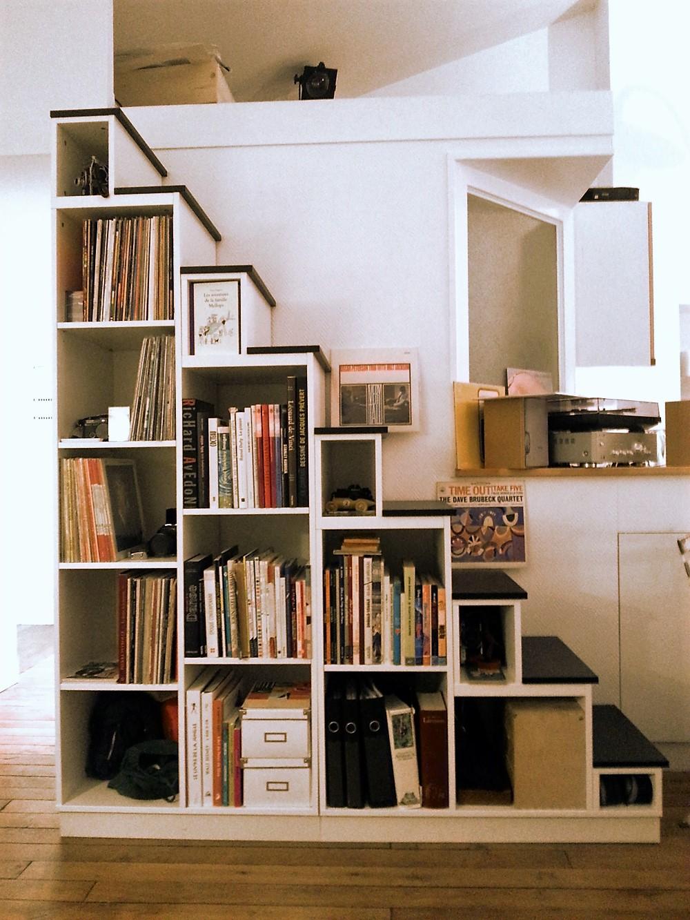 meuble escalier avec etagere sur mesure
