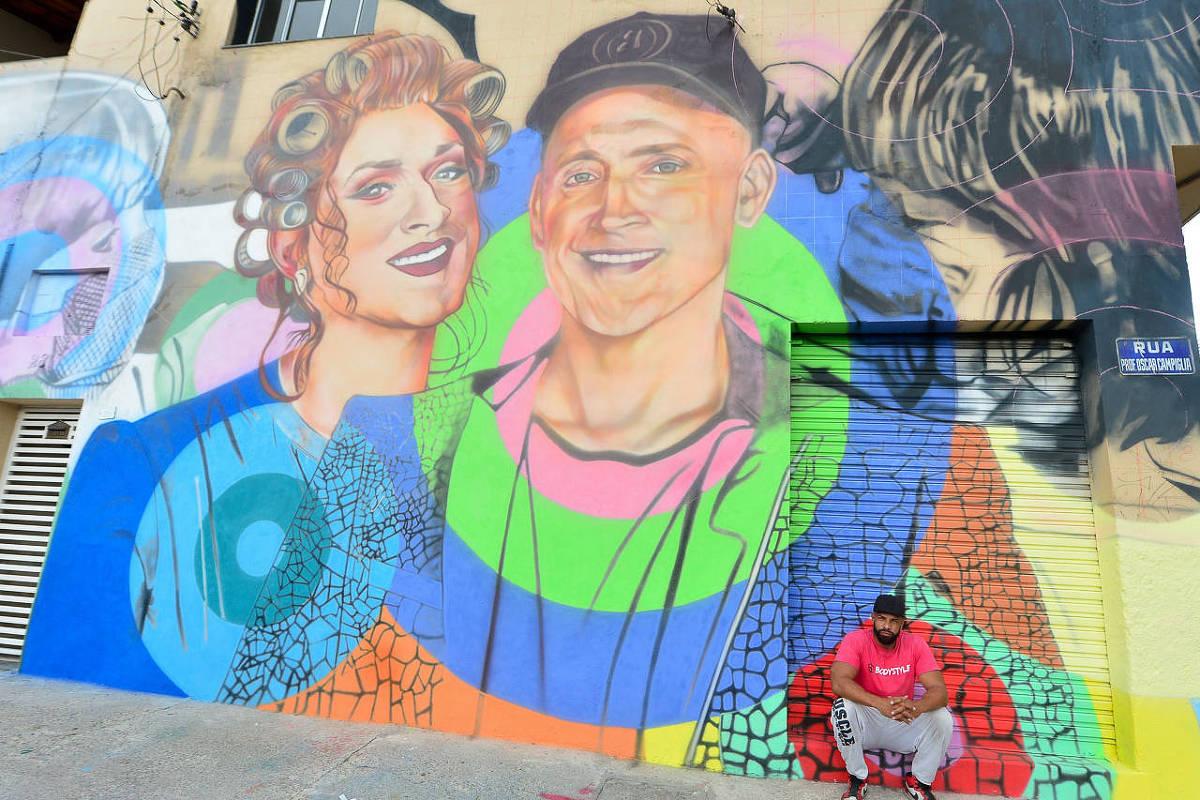 Niterói instala placas com o nome de Paulo Gustavo em rua da cidade