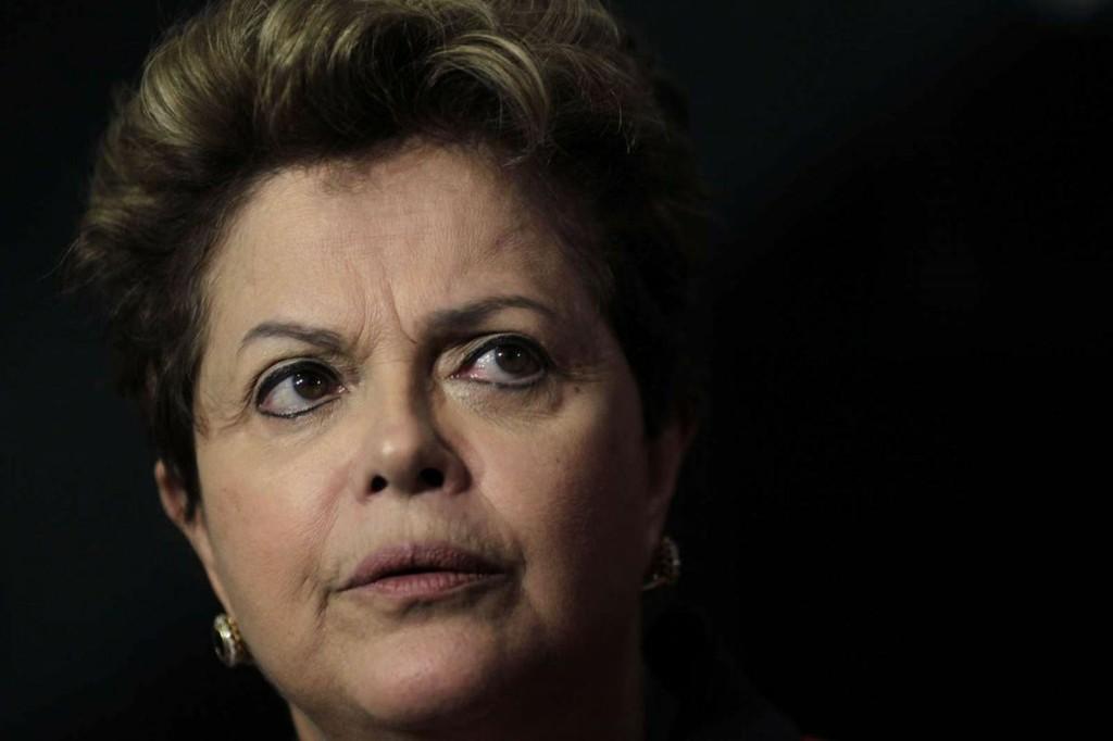 Senador tucano vai apresentar pedido de impeachment de Dilma Rousseff