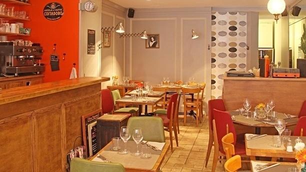 Le restaurant la Mauvais Réputation aménagée en récup' par Jeanne Massart.