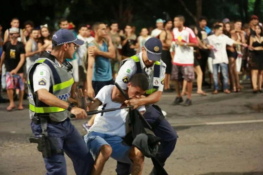 Metr%C3%B3poles - Criança e mais três pessoas são esfaqueadas no domingo de Carnaval