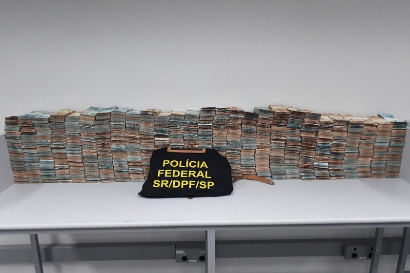 Resultado de imagem para prefeito mongagua dinheiro