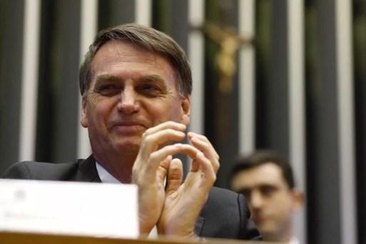 Resultado de imagem para Bolsonaro fala em cortar ao menos 30% dos cargos políticos em bancos estatais