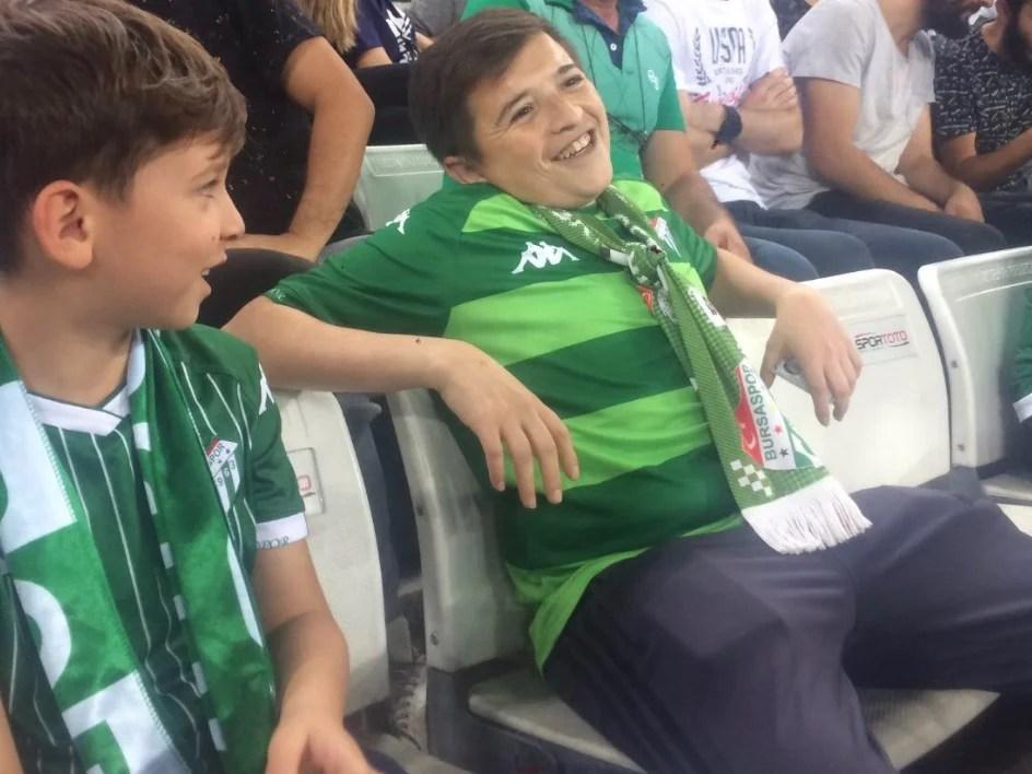 Screenshot 31487 - 'Menino' fumante visto em estádio estava com o próprio filho - VEJA VÍDEO