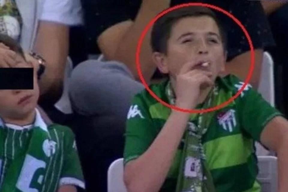 Screenshot 51009 - 'Menino' fumante visto em estádio estava com o próprio filho - VEJA VÍDEO