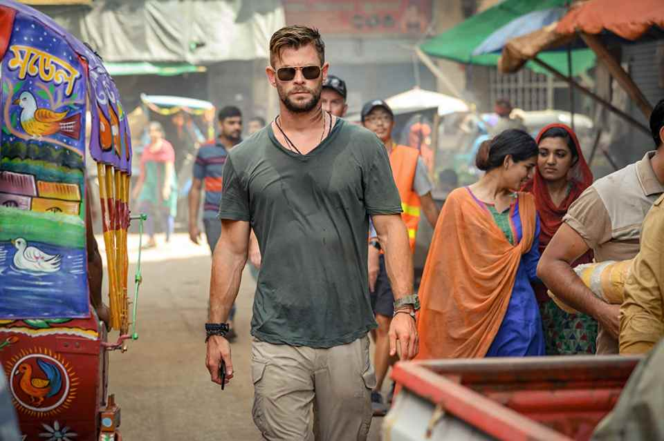 Chris Hemsworth em cena do filme Resgate