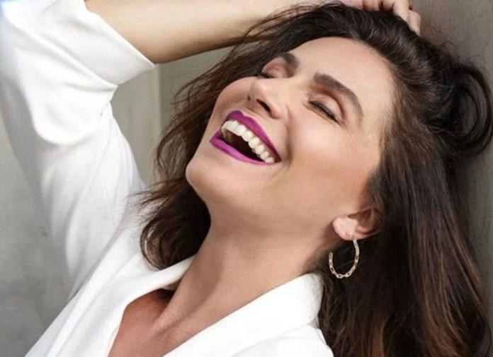 Giovanna Antonelli usa batom em homenagem à jogadora Marta
