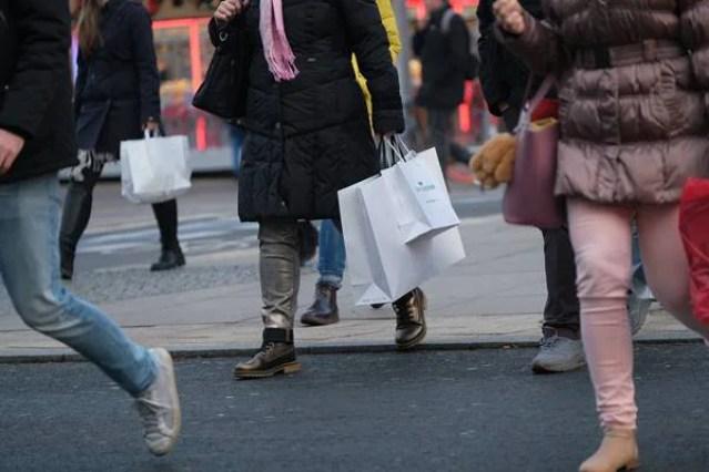 Sacolas de compras na rua