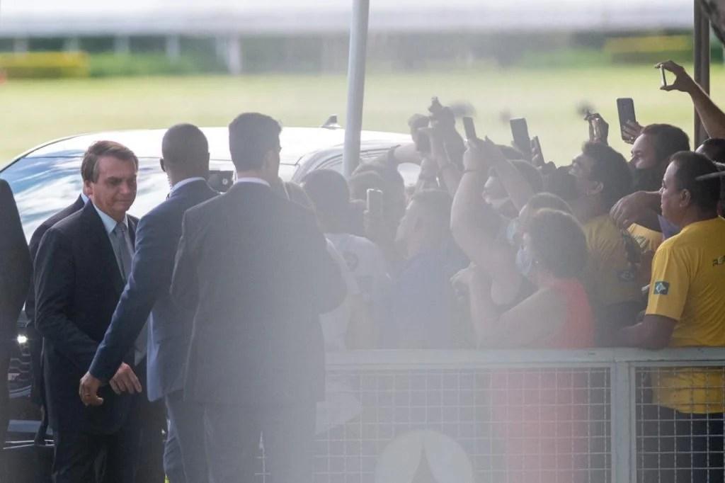 Bolsonaro com apoiadores