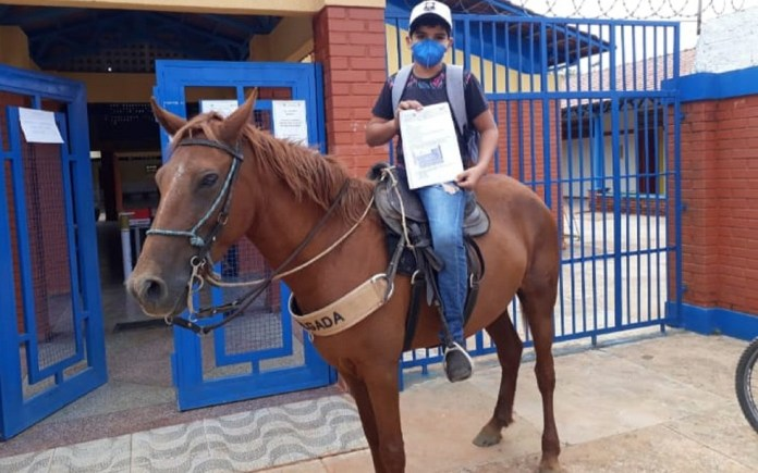 goias student goes to school on horseback to seek school activities