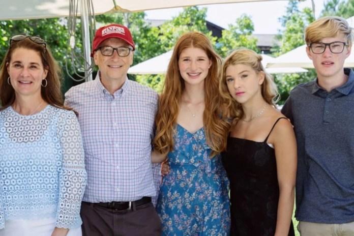 Melinda, Phoebe, Jennifer e Rory Gates