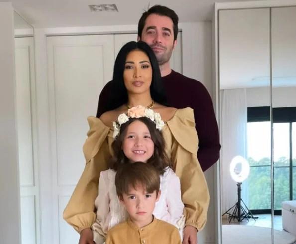 Simaria e Vicente Escrig com os filhos, Giovanna e Pawel