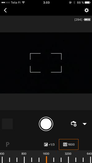 Voit säätää kameran asetuksia ja kuvata etäohjauksella.