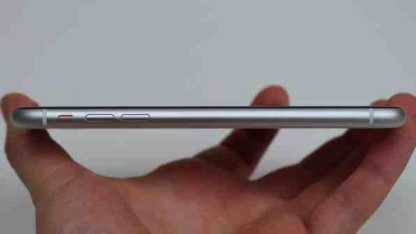 iPhone XR:n vasen reuna.