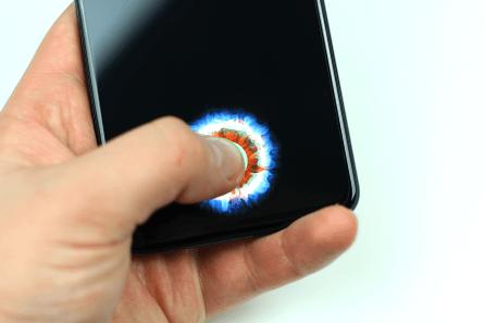 OnePlus 6T:ssä on näytönalainen sormenjälkilukija.