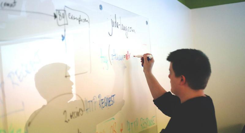 gerente de producto y colaboraciones de diseñador