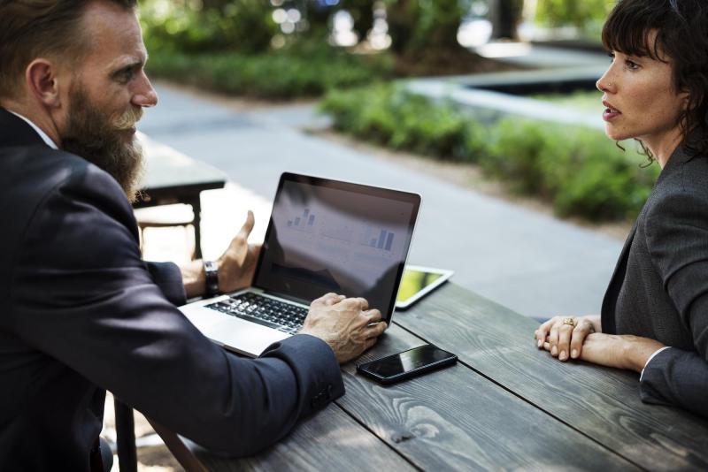 las entrevistas a los clientes son parte de la investigación de la experiencia del usuario