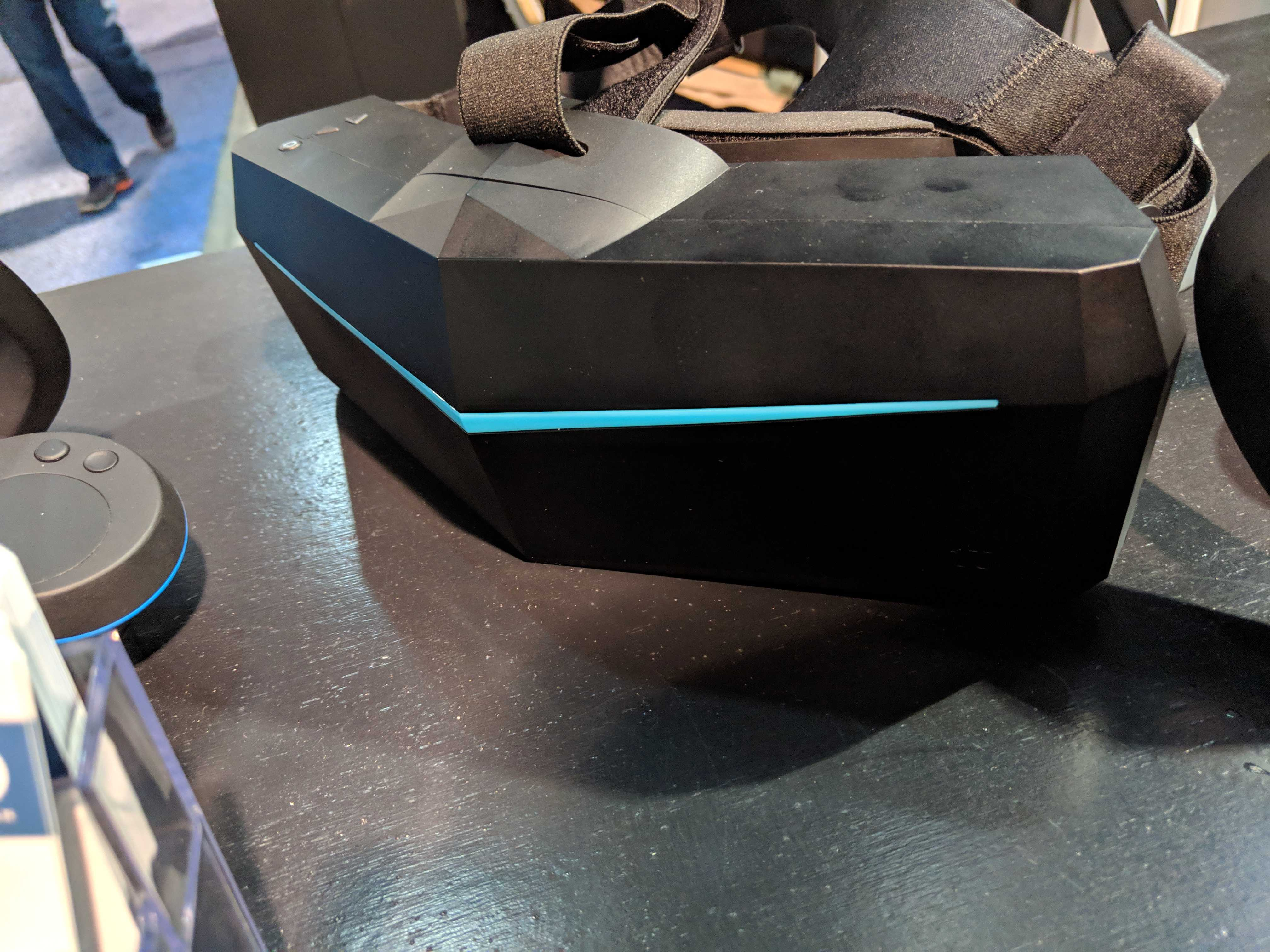 pimax controllers ces 2019 headset on table