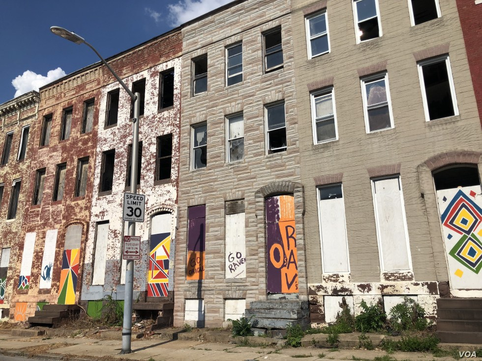 An entire block of vacant row houses in West Baltimore, within the 7th Congressional District of Representative Elijah Cummings. (VOA/C. Presutti)