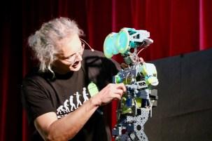 """P.Cazeneuve """"De quelle humanité le robot est-il l'avenir?"""""""