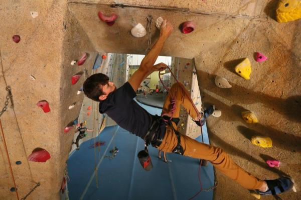 lead climbing upper limits maryland heights best indoor rock climbing gym st. louis