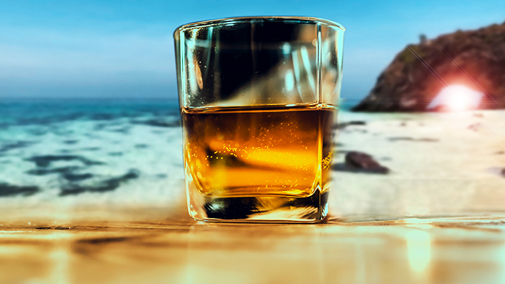 We Asked Bartenders For The Best Whiskeys To Drink Outside This Summer