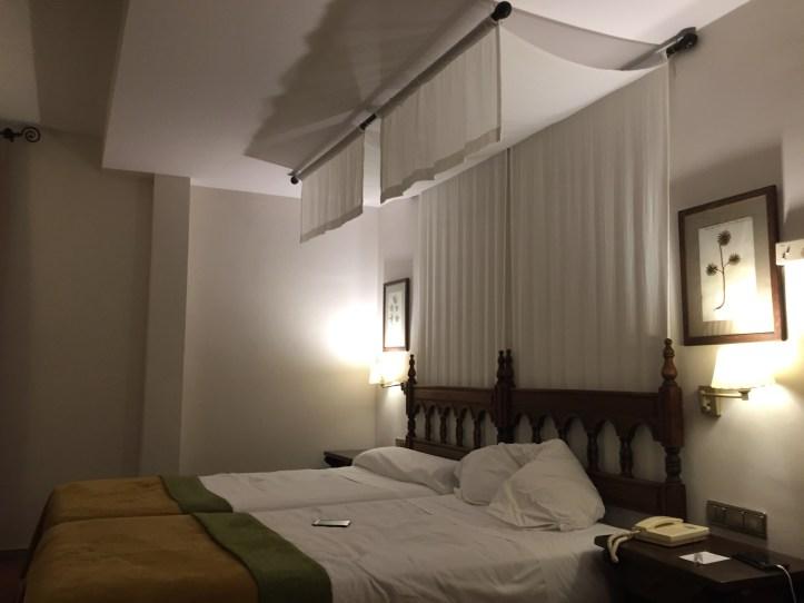 Parador de Cardona - canopy bed room