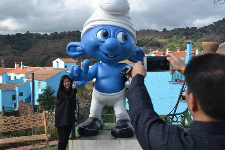 tourists in Juzcar Smurf village