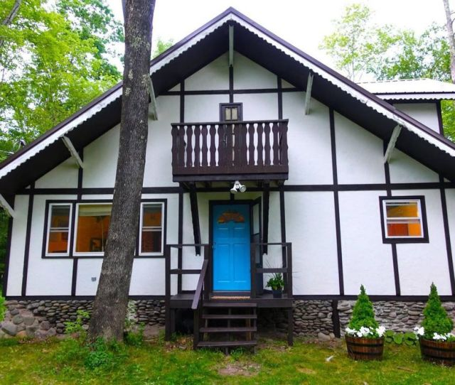 Stop What Youre Doing And Look At This Big Indian Chalet For K