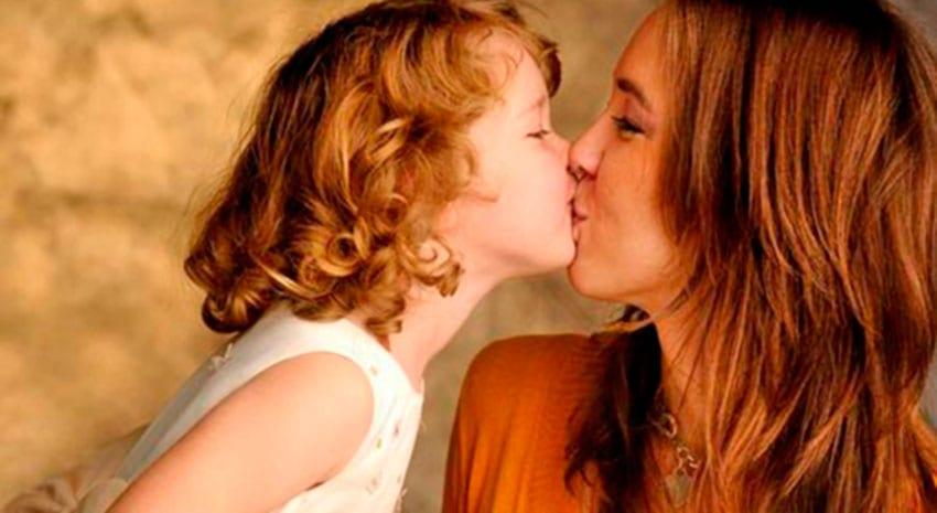 Beijos na boca! Porquê Mãe?