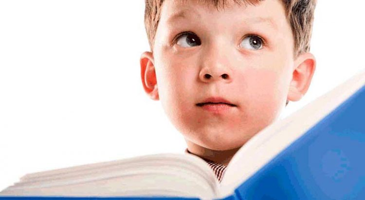 Aprender a ler mais cedo: a pressão do sucesso começa no pré-escolar