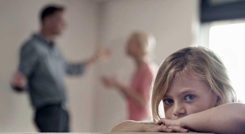 Gerir o divórcio com filhos: dicas para pais preocupados Seja qual for a idade dos filhos, todos sofrem de alguma forma com o divórcio. Poderá ser no momento da separação ou uns anos mais tarde.