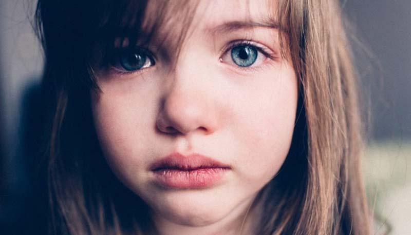 Devemos evitar a tristeza e a raiva nas crianças?