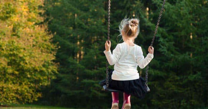 A criança na alienação parental: sintomas e consequências.