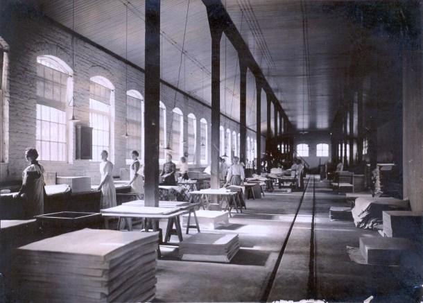 Hovilanhaara_paper_mill_interior_1915