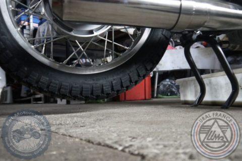 Moto sur la béquille centrale Ural EFI URAL FRANCE